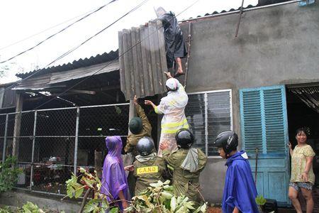 Thua Thien – Hue: Khan truong lop lai hang tram nha toc mai - Anh 4