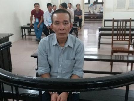 19 nam tu cho ke chem chu no roi day xuong muong nuoc - Anh 1