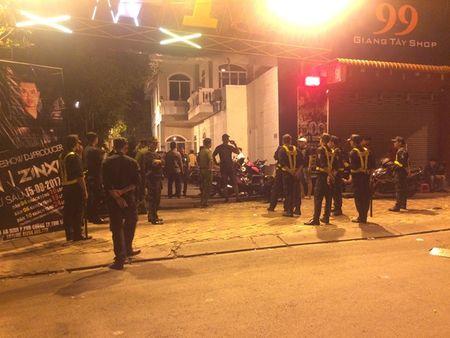 Nhieu khach duong tinh voi ma tuy trong quan bar o Binh Duong - Anh 1