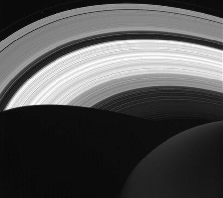 Nhung buc anh chup sao Moc cua tau vu tru Cassini, truoc khi ket thuc su menh - Anh 7