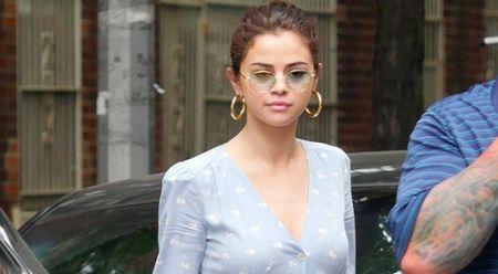 Selena Gomez tuoi tan ben ban trai sau ca phau thuat ghep than - Anh 1