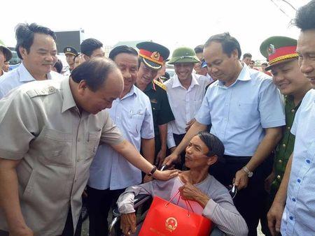 Thu tuong Nguyen Xuan Phuc chi dao khac phuc hau qua con bao so 10 tai Ha Tinh - Anh 2