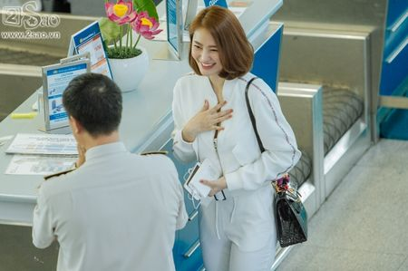 Ai tinh khac khoai, Linh Chi chon cach ra nuoc ngoai don sinh nhat trong don coi - Anh 10