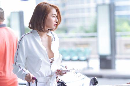 Ai tinh khac khoai, Linh Chi chon cach ra nuoc ngoai don sinh nhat trong don coi - Anh 2