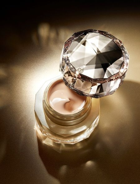 Can canh hu kem nen dat nhat the gioi: The Foundation cua Cle de Peau Beaute - Anh 4