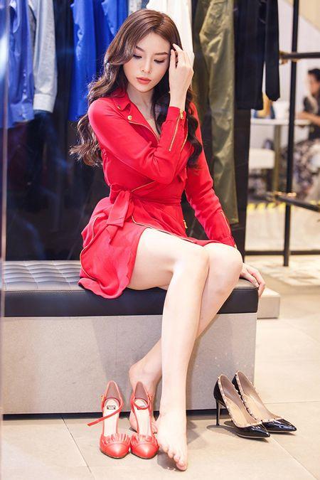 Ky Duyen chon trang phuc chuan bi tham du Milan Fashion Week - Anh 8