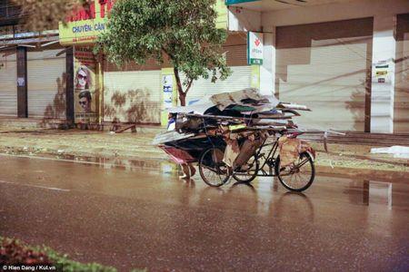 Quang Binh: Dong Hoi vang ve, dieu tan sao tran can cua bao so 10 - Anh 17