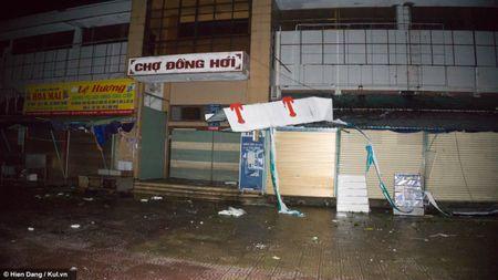 Quang Binh: Dong Hoi vang ve, dieu tan sao tran can cua bao so 10 - Anh 8