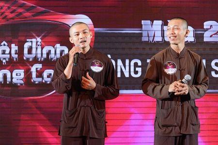 Hai su thay hat bolero 'trieu view' tren YouTube tham gia thi gameshow khien dan mang phat cuong - Anh 2