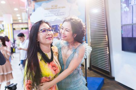 NSUT Kim Xuan vui ve 'gheo' con dau Thanh Phuong - Anh 1