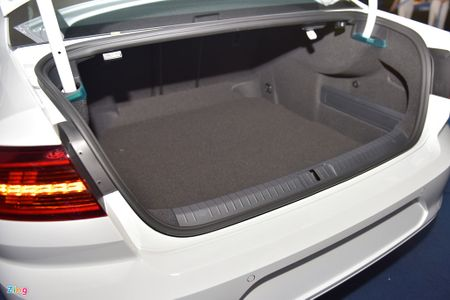 Volkswagen Passat phien ban moi canh tranh Camry, Mazda6 tai Viet Nam - Anh 13