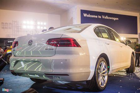 Volkswagen Passat phien ban moi canh tranh Camry, Mazda6 tai Viet Nam - Anh 2