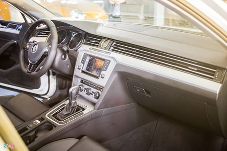 Volkswagen Passat phien ban moi canh tranh Camry, Mazda6 tai Viet Nam - Anh 8