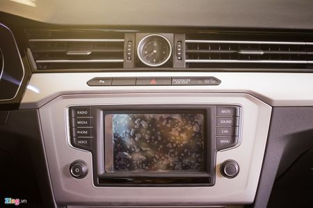 Volkswagen Passat phien ban moi canh tranh Camry, Mazda6 tai Viet Nam - Anh 9