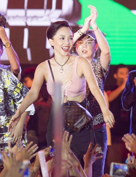 Toc Tien, Soobin Hoang Son 'quay' cung hang nghin fan den khuya - Anh 2