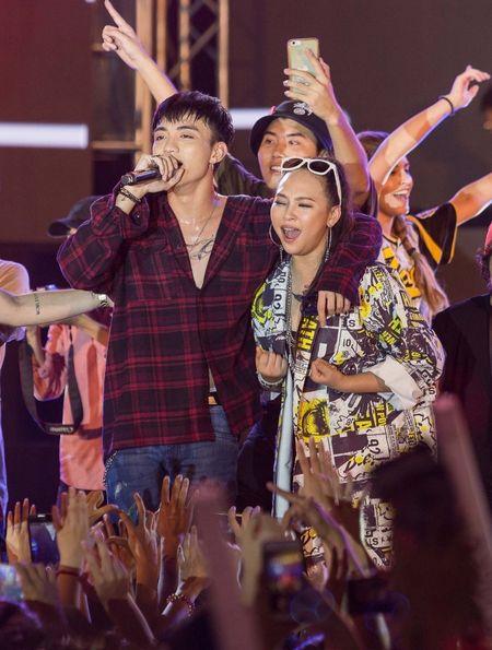 Toc Tien, Soobin Hoang Son 'quay' cung hang nghin fan den khuya - Anh 5