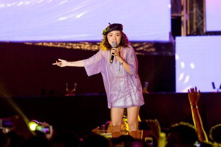 Toc Tien, Soobin Hoang Son 'quay' cung hang nghin fan den khuya - Anh 7