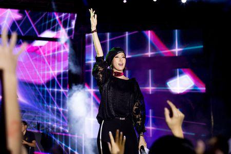 Toc Tien, Soobin Hoang Son 'quay' cung hang nghin fan den khuya - Anh 8