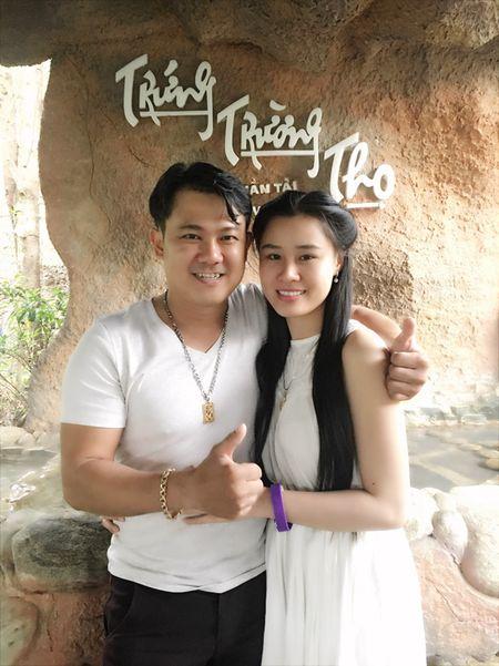 Ca si Van Quang Long ket hon lan hai voi vo kem 10 tuoi - Anh 1