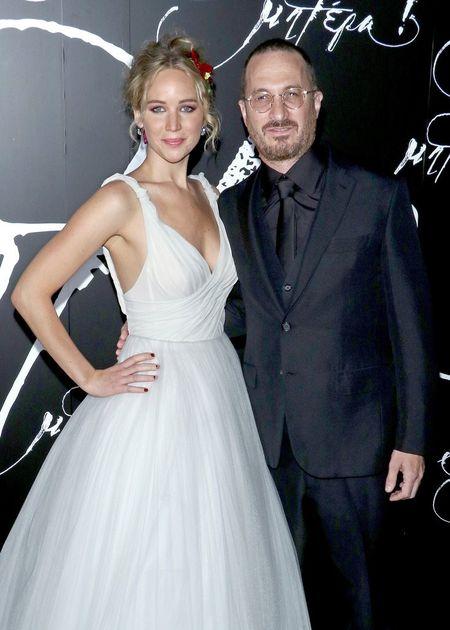 Jennifer Lawrence dien vay trang long lay ben ban trai hon 21 tuoi - Anh 10
