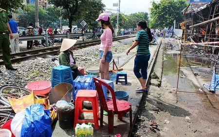 Hien truong tan hoang vu chay sieu thi Thanh Do o Ha Noi - Anh 17