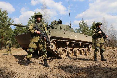 Binh si Nga-Belarus ram ro trien khai cuoc tap tran chung Zapad 2017 - Anh 3