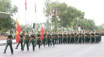 Thượng tướng Nguyễn Thành Cung thăm, tặng quà, kiểm tra việc luyện tập diễu binh, diễu hành