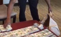 Floyd Mayweather lại khoe tiền