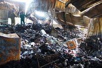 Khánh Hòa: Cháy chợ lúc nửa đêm, nhiều kiốt bị thiêu rụi