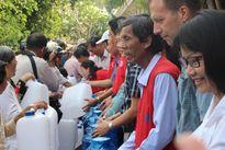 Cứu trợ nước uống khẩn cấp cho người dân vùng hạn, mặn tỉnh Bến Tre