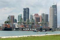 Singapore đối mặt với sức ép về lương cao và môi trường không thuận
