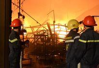 Hàng nghìn m2 nhà kho Công ty Suzuki ở Đồng Nai cháy rụi trong đêm