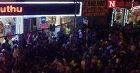 Dự lễ cầu an ở chùa Phúc Khánh, dân ngồi tràn ra đường vì quá đông