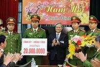 Chủ tịch UBND tỉnh Bắc Ninh thưởng nóng lực lượng phá án vụ giết tài xế cướp thép
