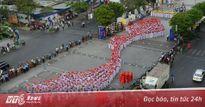 Hàng nghìn thiếu nữ Sài Gòn đồng diễn áo dài trên phố đi bộ Nguyễn Huệ