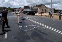 Xe chở 30 học sinh gặp nạn, tài xế và 2 nữ sinh tử vong