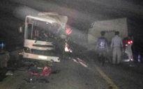 Xe khách, xe tải đâm nhau trên đường HCM còn hạn đăng kiểm