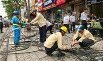 Dỡ bỏ dây, cáp viễn thông, điện lực đi nổi trên phố Thái Hà