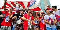 Teen Ams mang nồi niêu xoong chảo đi cổ vũ Ngày hội thể thao