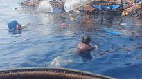 6 ngư dân ôm can nhựa bơi vào giàn khoan khi tàu chìm ở biển Vũng Tàu