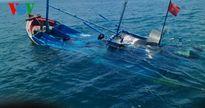 Tàu chìm, 6 ngư dân Bình Thuận sống sót nhờ ôm can nhựa