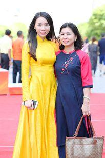 Á khôi Lê Ngọc Thanh xinh tươi diện áo dài trong ngày đặc biệt