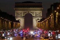 IS nã đạn vào xe cảnh sát Pháp, một cảnh sát thiệt mạng