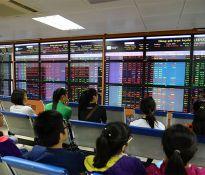 Vừa lên sàn niêm yết, Petrolimex đăng ký bán luôn 20 triệu cổ phiếu quỹ