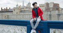 Vũ Cát Tường khoe gu thời trang 'manly' trên đường phố Anh