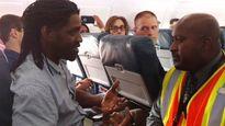 Hành khách bị bắt rời khỏi máy bay Delta Airlines vì dùng toilet