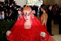 Đầm quái dị của sao trên thảm đỏ