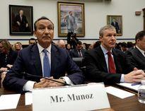 CEO United Airlines xin lỗi quốc hội Mỹ về vụ kéo lê bác sỹ David Dao