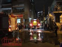 Phát ra tiếng nổ lớn, ba căn nhà cháy rụi trong đêm