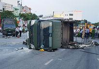 Xe chở chiến sĩ PCCC bị lật khi va chạm với ô tô 7 chỗ